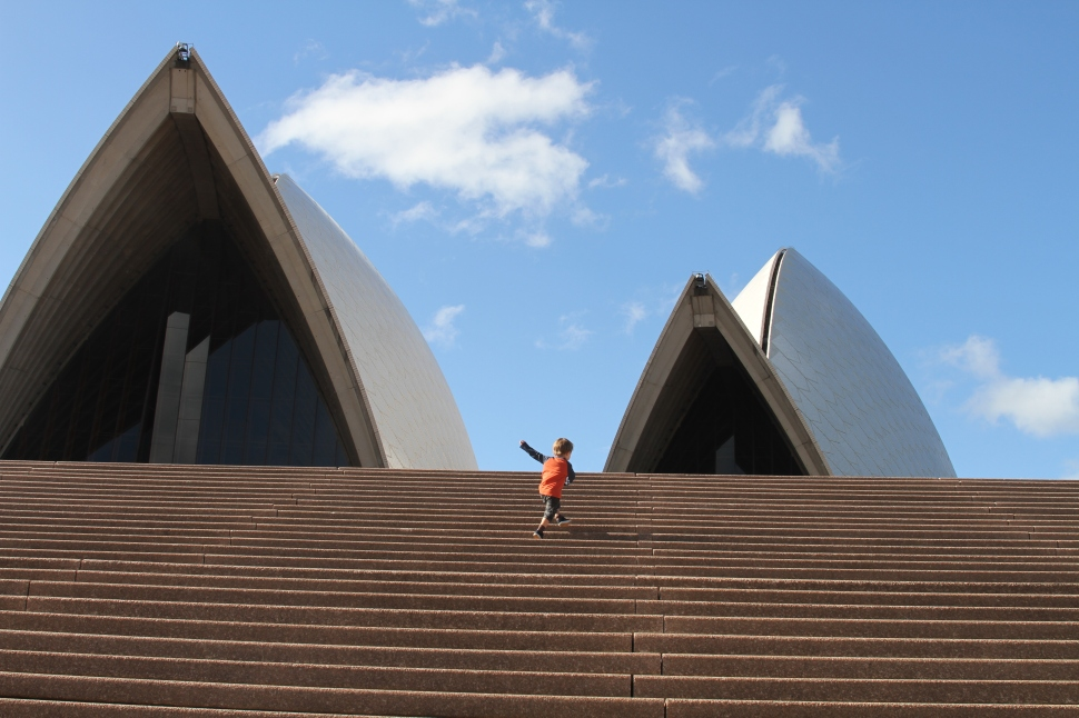 g conquers opera house steps